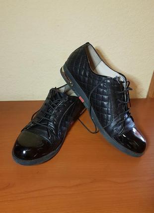 Черные кожанные туфли италия