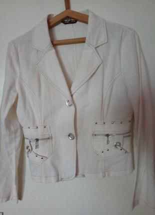 Пиджак белый короткий 48-50р.
