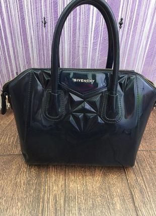 Лаковая сумка givenchy