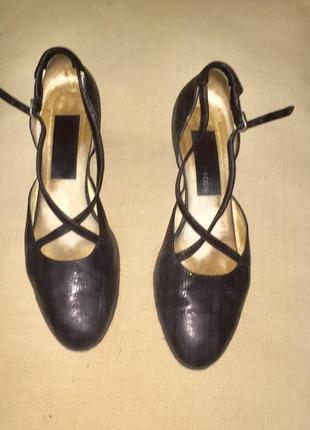 Легкие летние босоножки туфли на низком каблуке из натуральной кожи