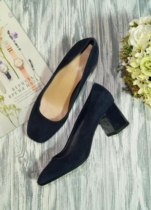 Marks&spencer. замша. фирменные красивые туфли на широком каблуке
