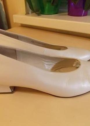 Фирменные белые туфли gabor белые