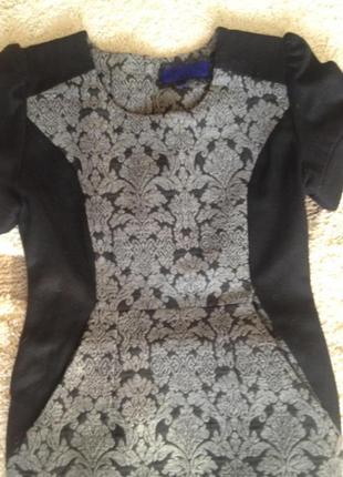 Шерстяное платье -футляр