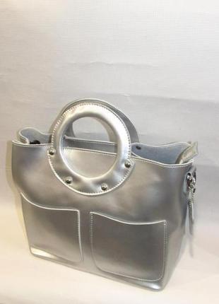 Стильная сумка кожаная женская серебристая с круглыми ручками качественная италия