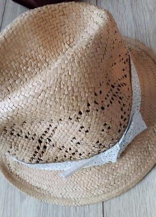 Стильная шляпка из рафии