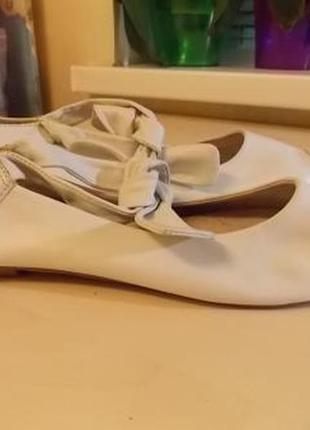 Фирменные кожаные туфли-балетки tamaris