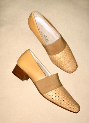 Легкие летние туфли на низком каблуке из натуральной кожи в дырочку.италия
