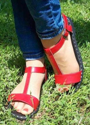 Женские кожаные босоножки 1075 красн