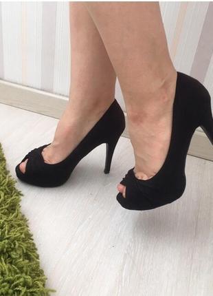 Новые черные замшевые туфли с открытым пальчиком босоножки