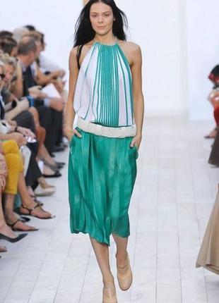 Зеленая блестящая юбка плиссе плиссерованная на резинке