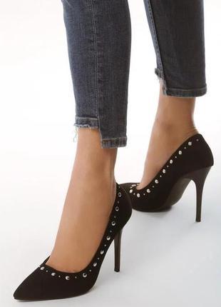 Чорні туфлі лодочки
