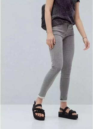 Базовые джинсы скинни серые amisu