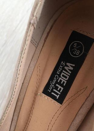 Новые бежевые замшевые туфли на устойчивом каблуке 38 размер7 фото