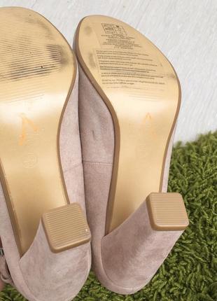Новые бежевые замшевые туфли на устойчивом каблуке 38 размер2 фото