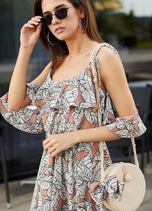 Нежное летнее платья в нюдовых оттенках из легкой ткани
