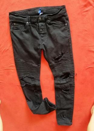 Классные рваные мужские джинсы скинни divided 34 в очень хорошем состоянии