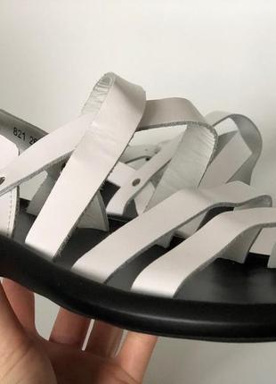 Мужсчкие белые ретро сандали