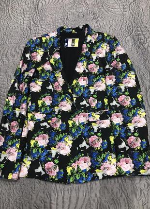 Летний женский пиджак в цветочный принт