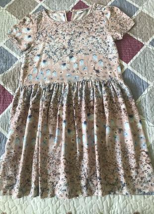 Лёгкое летнее платье для девочки с нежным цветочным принтом