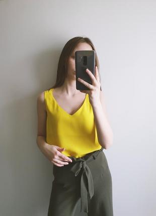 Жовтий топ