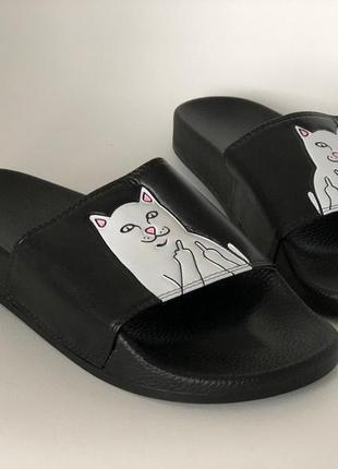 Черные тапочки унисекс с котиком