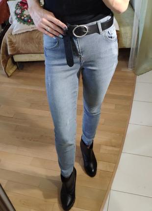 Светло-серые укороченные джинсы lc waikiki скинни мом xs-s покраска мятая бумага3 фото