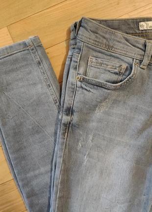 Светло-серые укороченные джинсы lc waikiki скинни мом xs-s покраска мятая бумага5 фото
