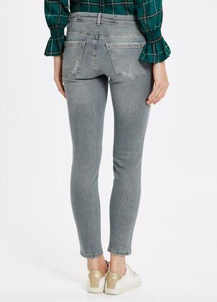 Светло-серые укороченные джинсы lc waikiki скинни мом xs-s покраска мятая бумага7 фото