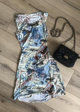 Летнее платье с вырезом на спине