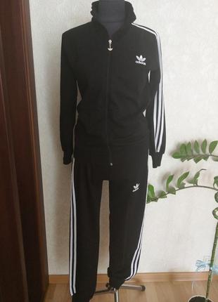 Новый  турецкий, спортивный костюм adids на мальчика 13 лет.