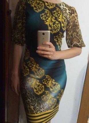 Стильне плаття вище коліна