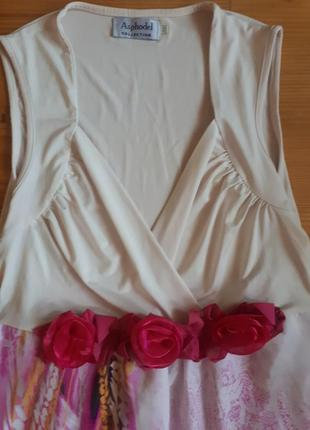 Платье с розочками.
