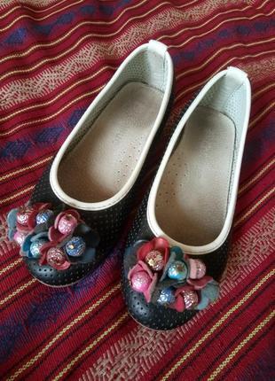 Летние туфли с перфорацией балетки