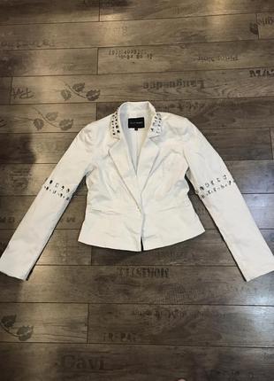 Белый нарядный женский пиджак в стразы 36