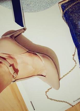 Босоножки острый носок! 39 размер стелька 25 шлепки вьетнамки туфли бежевые каблук