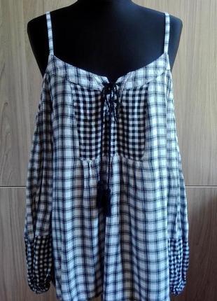 Легкая блуза в клетку со шнуровкой и открытыми плечами