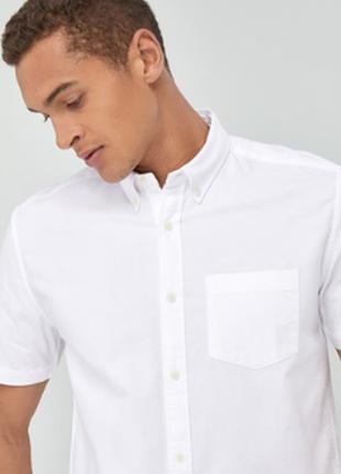 Белая летняя рубашка с коротким рукавом