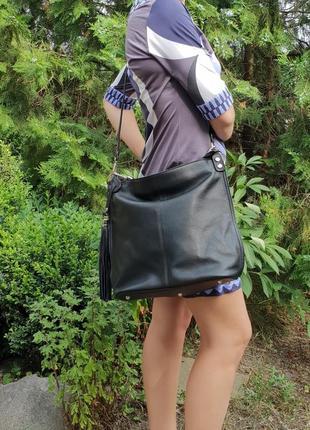 Вместительная чёрная кожаная сумка разные цвета