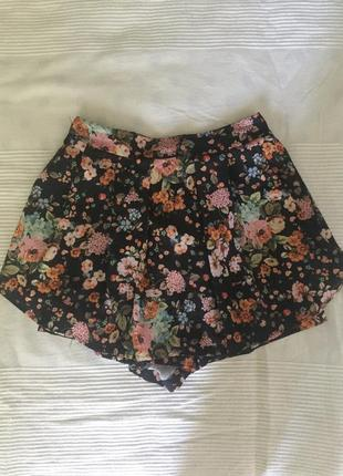 Красивый летние шорты-юбка в цветочек легкие  stradivarius