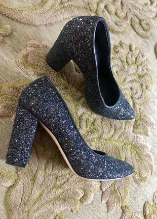 Туфлі шились на замовлення