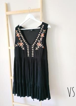 Черное платье сарафан с вышивкой