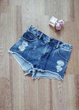 Короткие шорты с высокой талией из денима с потертостями и необработанным краем