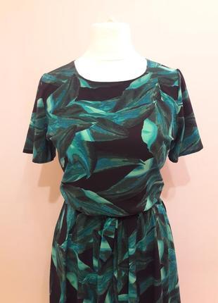 Шикарное платье в модный принт тропик2 фото