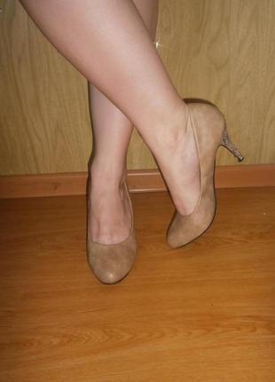 Стильные туфли/ змеиный принт  на каблуке/ 26 см