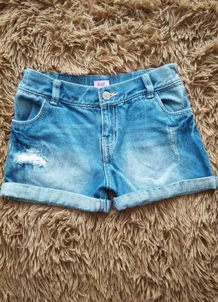 Модные шорты с потертостями