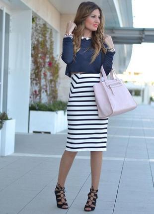 Полосатая юбка в полоску длины миди с высокой талией и боковым разрезом