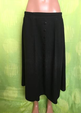 Длинная легкая юбка на резинке украшенная пуговичками
