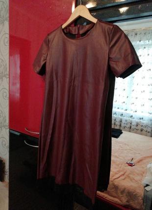 Бордовое платье кожаное по фигуре