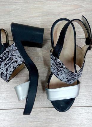 """Распродажа!!!классные кожаные серебряные черные босоножки на каблуке """"mida"""""""