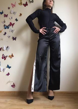 Спортивние штаны  брюки с лампасами на кнопках с розрезами по бокам2 фото